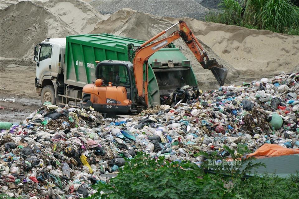 Hà Nội: Xe rác để chảy nước ra đường chỉ bị phạt 3 triệu đồng