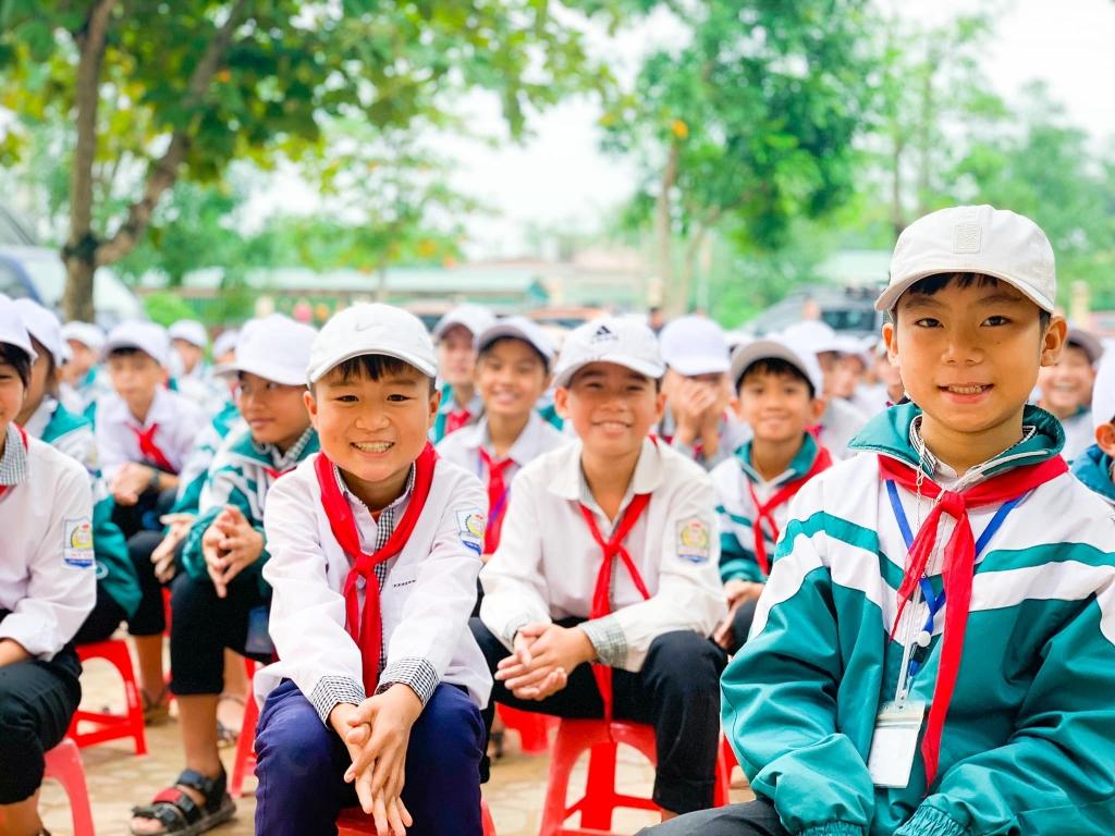 Ấm áp những nụ cười của đồng bào miền Trung sau mưa lũ