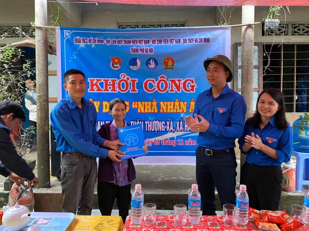 Nụ cười nở trên môi người dân Quảng Trị khi được hỗ trợ kinh phí xây nhà mới sau bão lũ