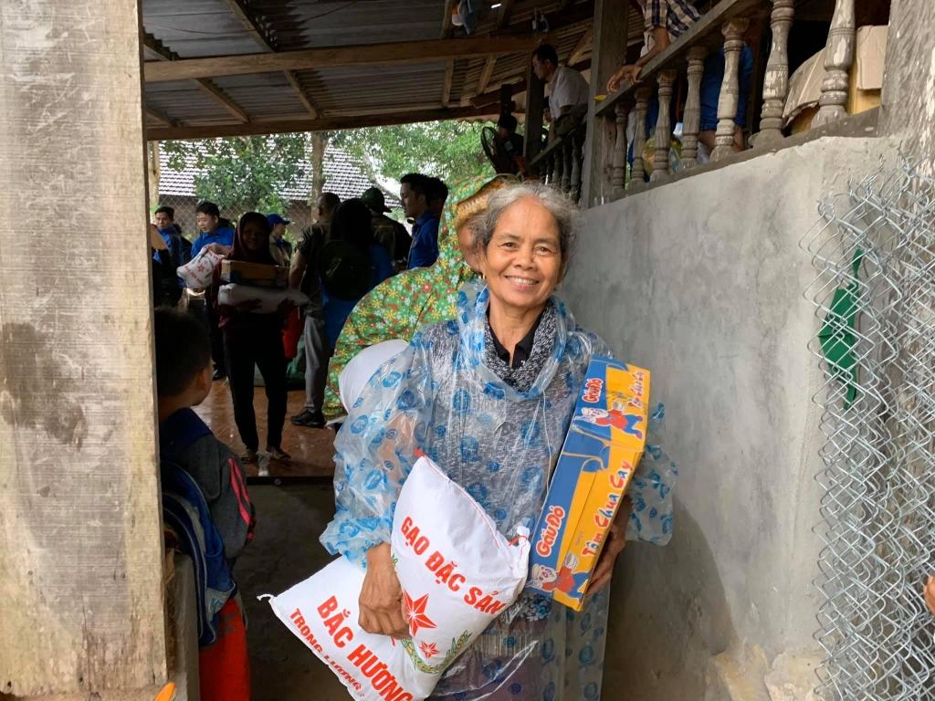 Những ngày qua, mưa bão, lũ lụt đã gây ảnh hưởng lớn đến đời sống của đồng bào miền Trung