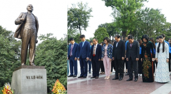 Lãnh đạo thành phố Hà Nội đặt hoa tưởng niệm tại Tượng đài V.I Lê-nin