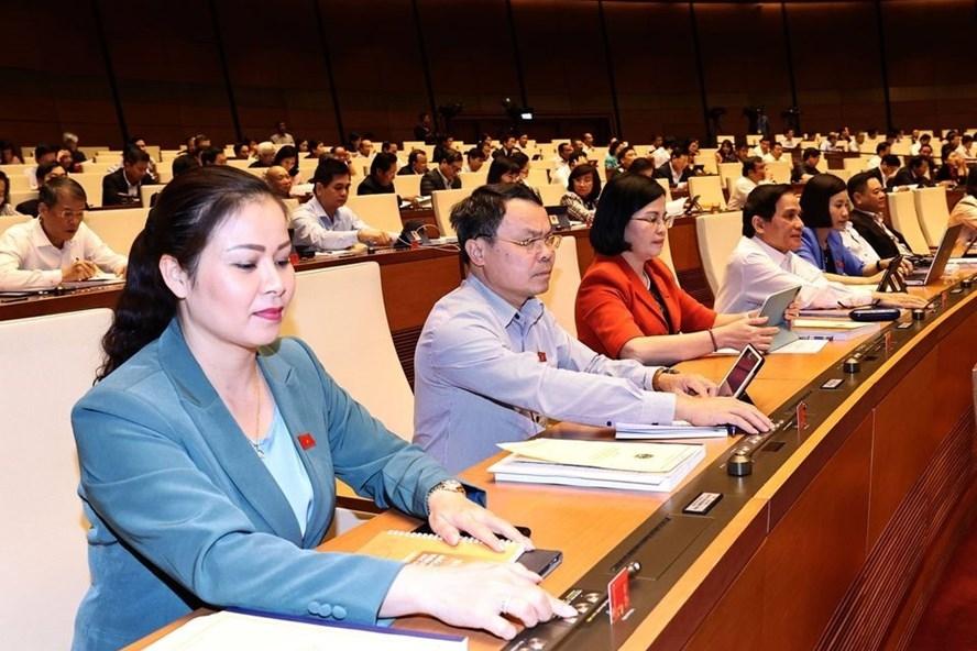 Quốc hội biểu quyết thông qua Nghị quyết về dự toán ngân sách nhà nước năm 2021