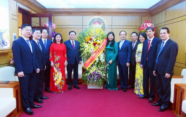 Bí thư Thành ủy Vương Đình Huệ chúc mừng Ủy ban Mặt trận Tổ quốc  Việt Nam TP Hà Nội