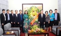 Phó Bí thư Thường trực Thành ủy Nguyễn Thị Tuyến chúc mừng Sở GD&ĐT Hà Nội