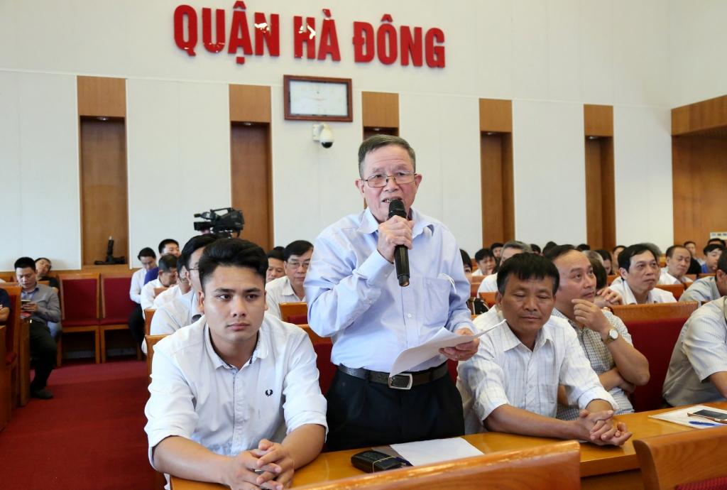 cử tri quận Hà Đông nêu ý kiến tại buổi tiếp xúc