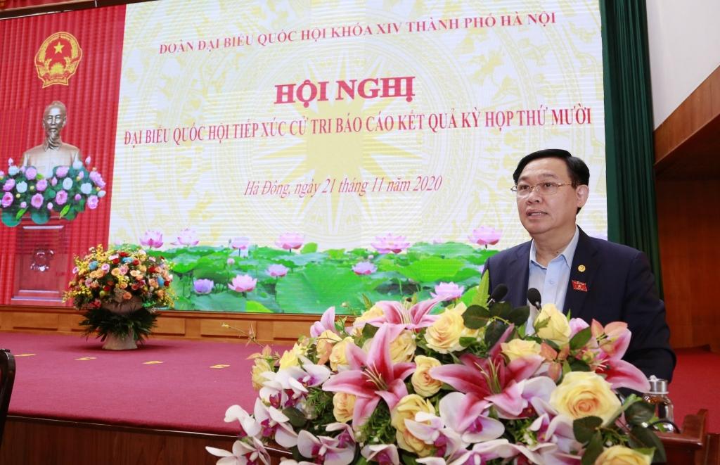 Bí thư Thành ủy Vương Đình Huệ phát biểu tại buổi tiếp xúc