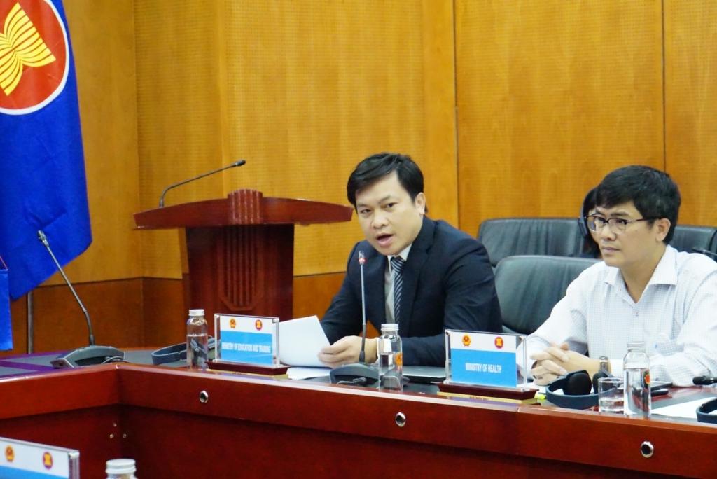 Đồng chí Doãn Hoàng Hà, Phó Vụ trưởng Vụ Giáo dục chính trị và công tác học sinh, sinh viên, Bộ Giáo dục và Đào tạo chia sẻ tham luận tại diễn đàn