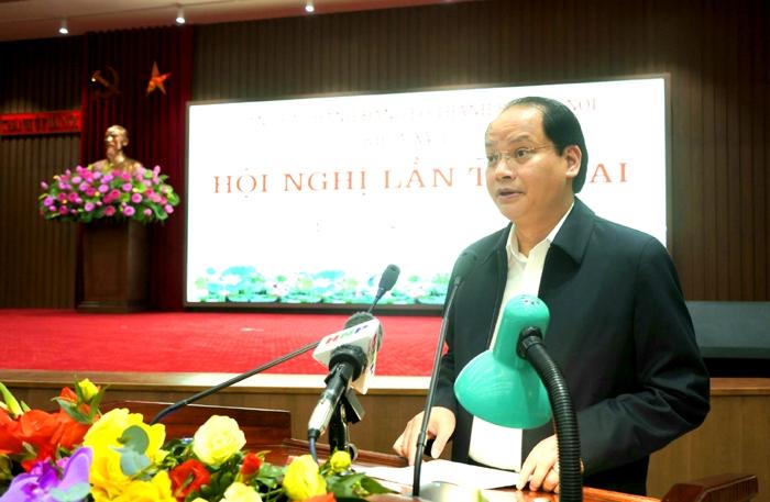 Trưởng ban Dân vận Thành ủy, Phó Chủ tịch UBND Thành phố Nguyễn Doãn Toản báo cáo tại hội nghị