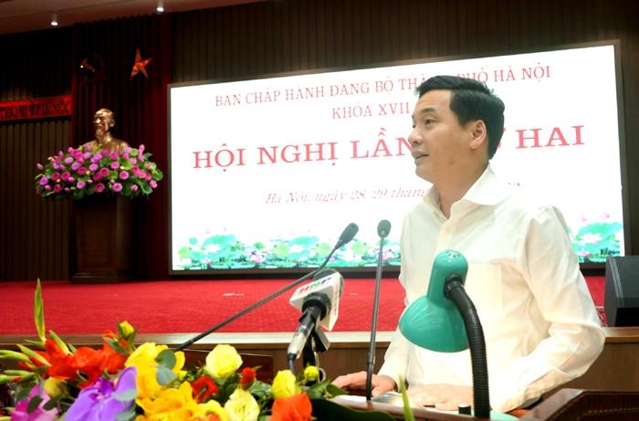 Giám đốc Sở Tài chính Nguyễn Việt Hà báo cáo tại hội nghị cáo t