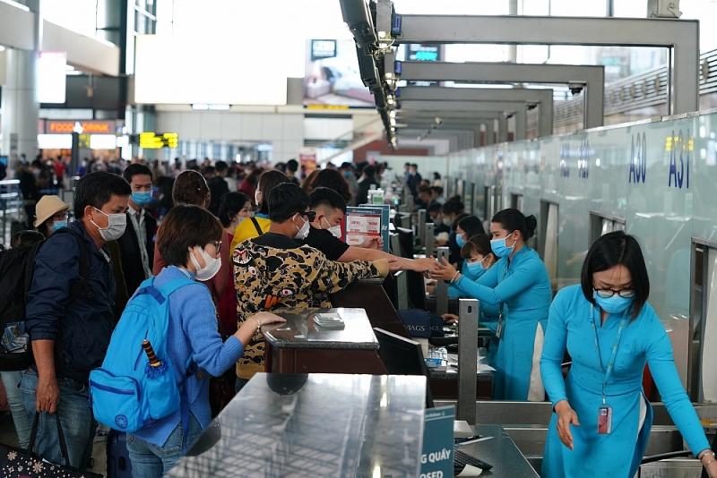 Thực hiện nghiêm công tác phòng dịch ngay từ sân bay Nội Bài đối với khách xuất nhập cảnh