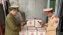 Thu giữ gần 950 chai dấm táo không giấy tờ trên đường tiêu thụ