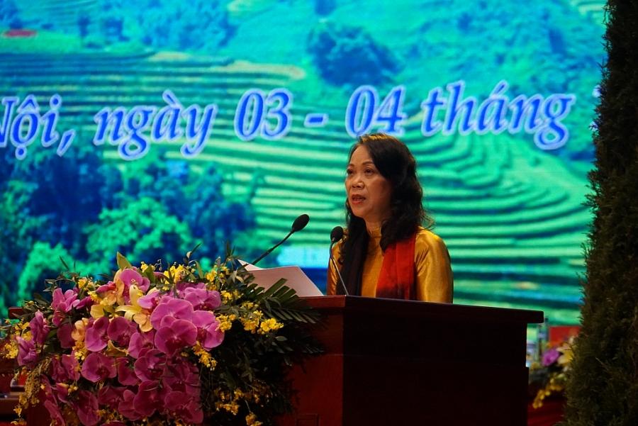 Bà Hoàng Thị Hạnh, Thứ trưởng, Phó Chủ nhiệm Ủy ban dân tộc báo cáo tổng hợp chất lượng Đại hội