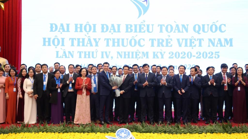 Ban chấp hành Hội Thầy thuốc trẻ Việt Nam khóa IV ra mắt tại Đại hội