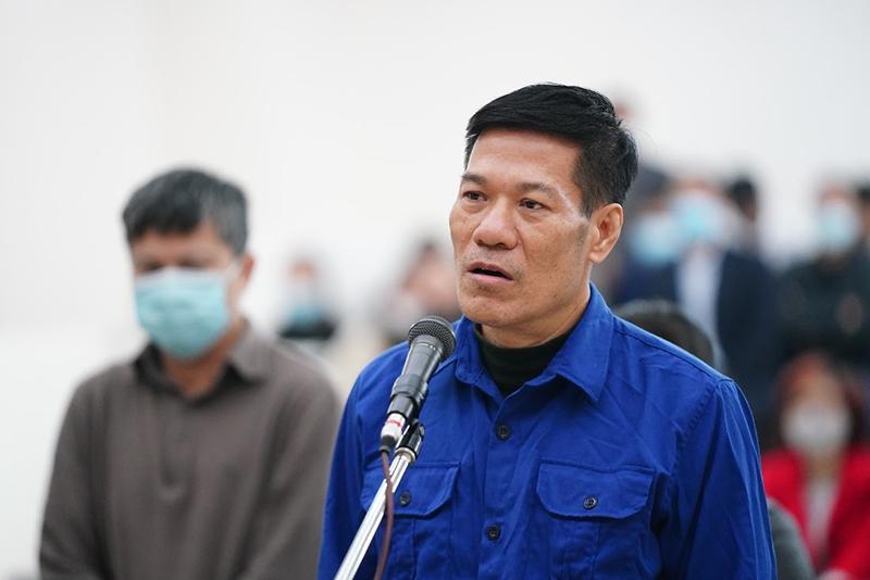 Cựu Giám đốc CDC Hà Nội Nguyễn Nhật Cảm trả lời thẩm vấn tại toà