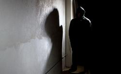 Tạm giữ người đàn ông gần 60 tuổi hiếp dâm người tâm thần