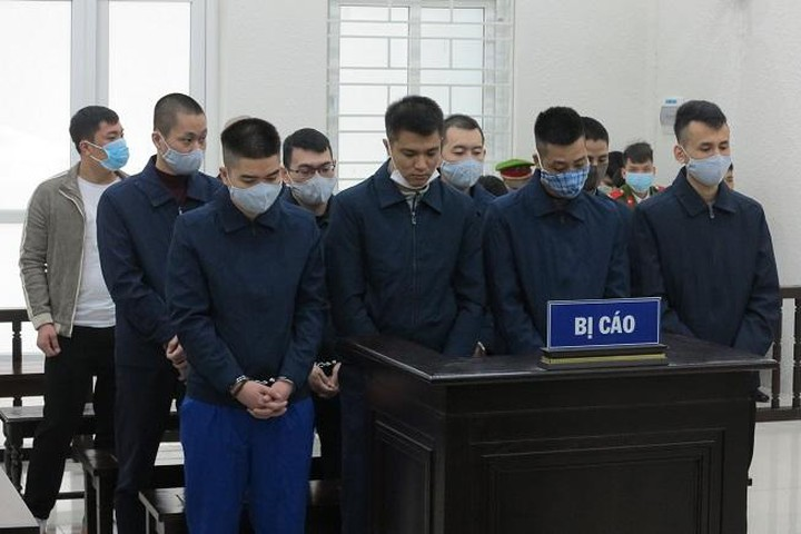 Phạt tù nhóm đối tượng quay clip cưỡng đoạt tiền lực lượng chức năng
