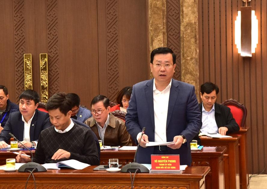 Giám đốc Sở Xây dựng Võ Nguyên Phong báo cáo tại hội nghị