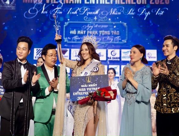 """Nghi """"thi chui"""", Hoa hậu lên tiếng về giấy phép cuộc thi"""