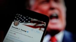 Tổng thống Trump bị Twitter khóa tài khoản trong 12 tiếng đồng hồ