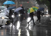 Australia bất ngờ đón 'cơn mưa vàng