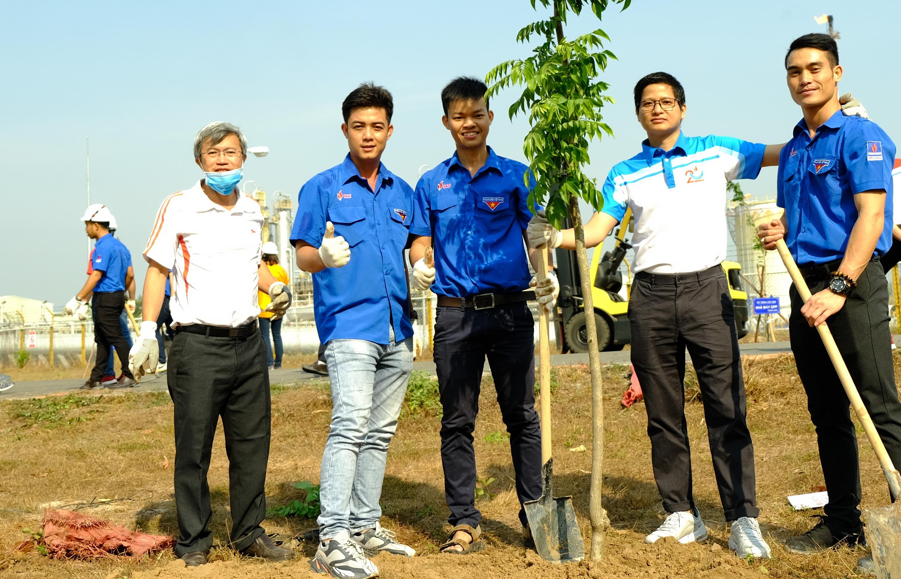 KVT tổ chức Tết trồng cây tại Nhà máy Chế biến Khí Dinh Cố