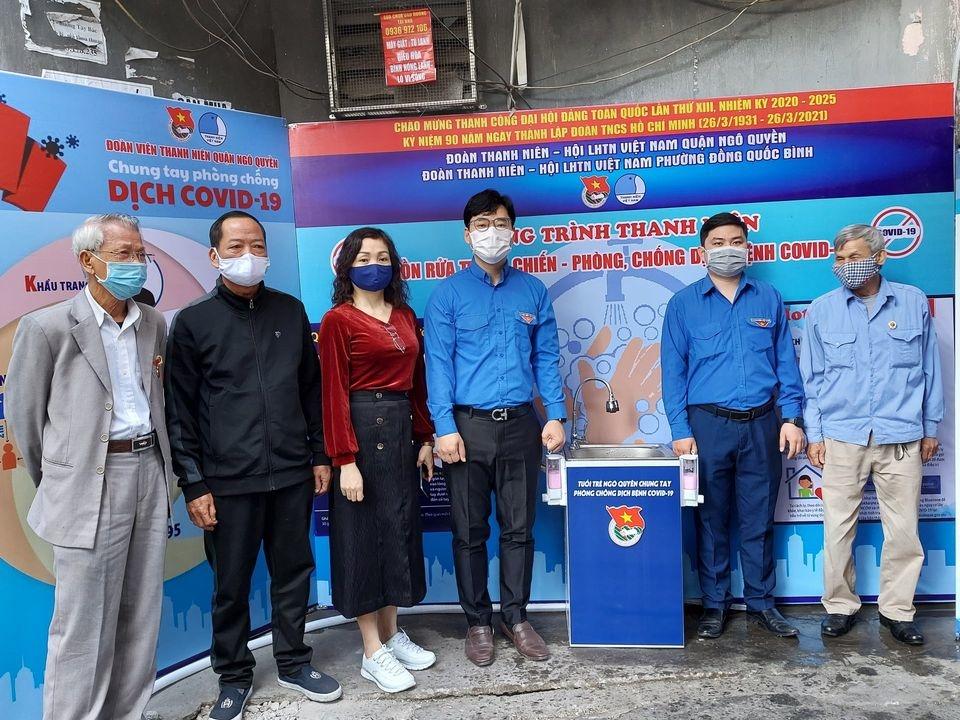 Ra mắt bồn rửa tay dã chiến tại chợ Đổng Quốc Bình, quận Ngô Quyền