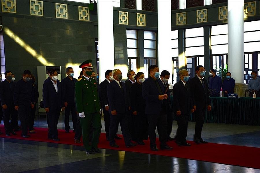 Đoàn lãnh đạo, nguyên lãnh đạo Đảng, Nhà nước, Mặt trận Tổ quốc Việt Nam vào viếng đồng chí Trương Vĩnh Trọng
