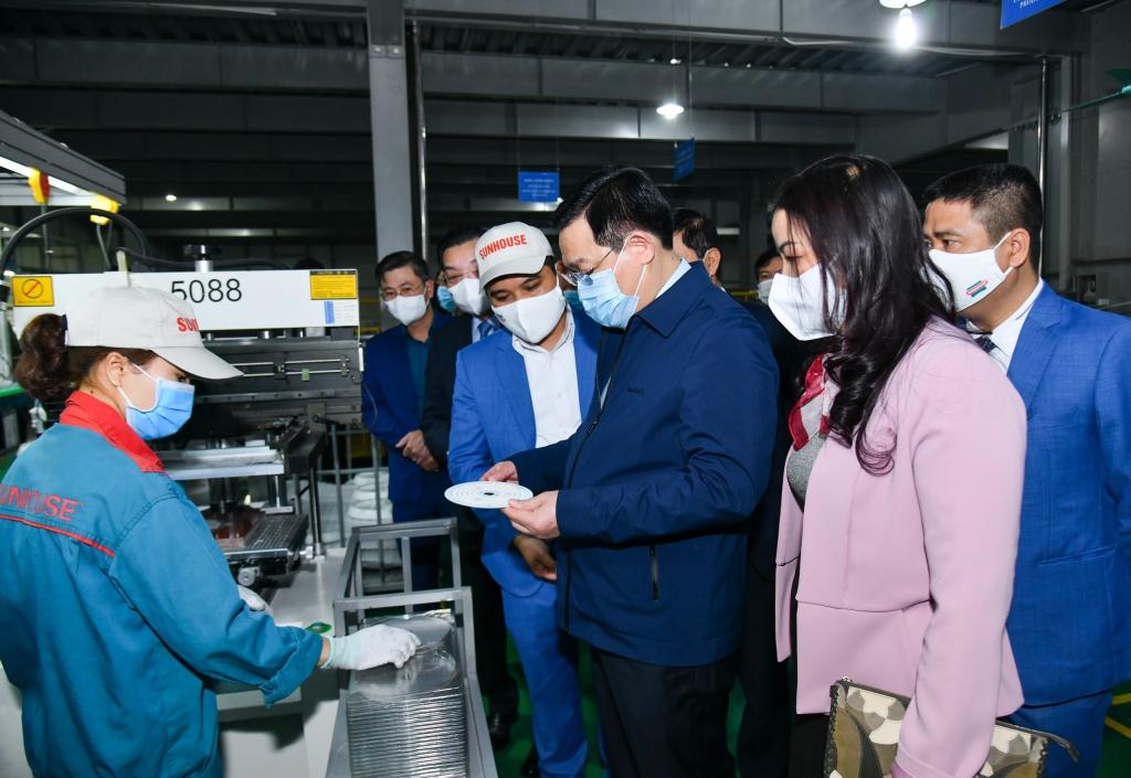 Bí thư Thành ủy Vương Đình Huệ thăm dây truyền sản xuất của Công ty CP tập đoàn SUNHOUSE