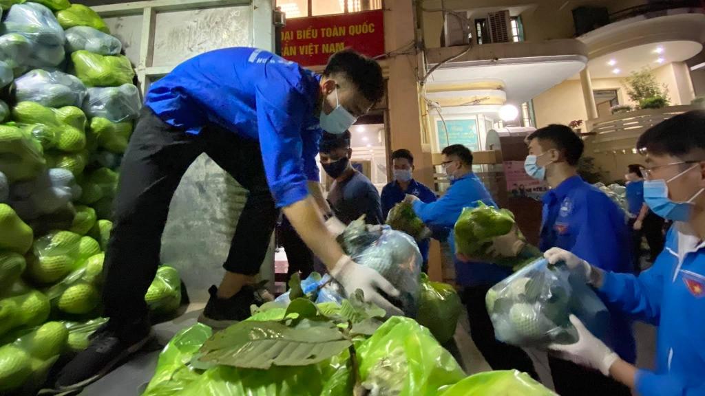 Nông sản được thanh niên, sinh viên tình nguyện tập kết về trụ sở cơ quan Thành đoàn Hà Nội