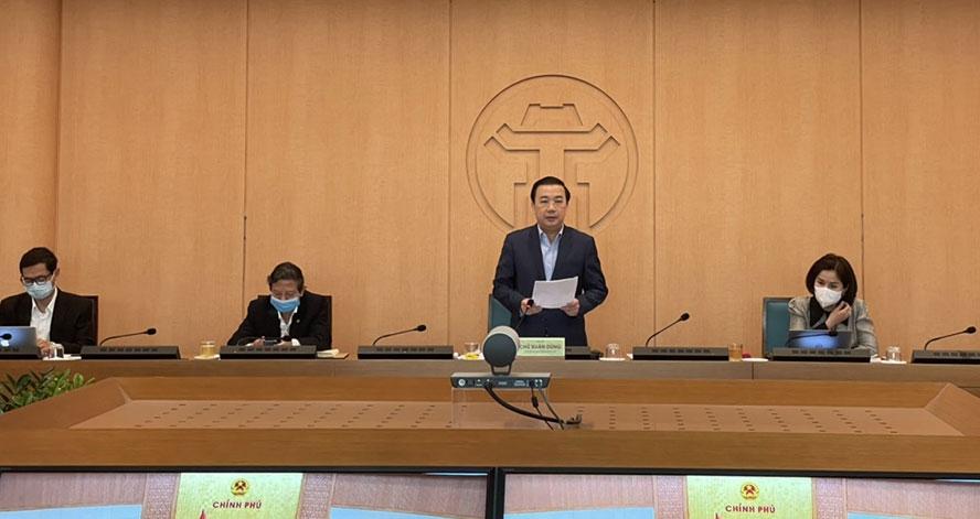 Phó Chủ tịch UBND TP Chử Xuân Dũng báo cáo tại đầu cầu Hà Nội