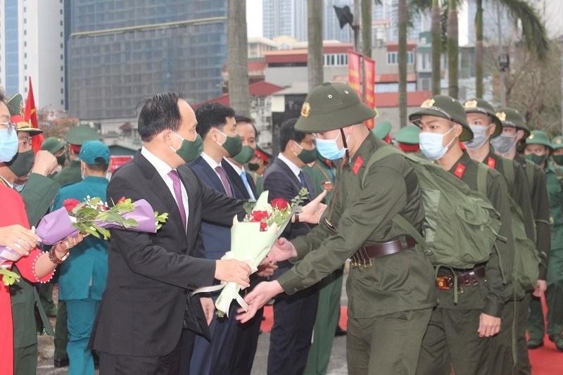 Chủ tịch HĐND TP Hà Nội động viên các tân binh quận Ba Đình