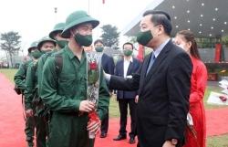 Chủ tịch UBND TP Chu Ngọc Anh động viên tân binh huyện Chương Mỹ lên đường nhập ngũ