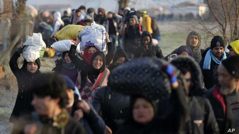 """Bị dồn vào thế bí, Thổ Nhĩ Kỳ """"tấn công"""" cả Syria lẫn EU"""