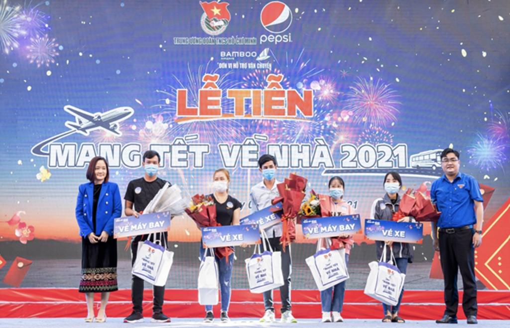 """3.000 chuyến đi """"Mang Tết về nhà"""" khép lại Tết Tân Sửu đong đầy tình đoàn viên"""
