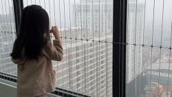 An toàn cho trẻ nhỏ tại chung cư nhìn từ vụ bé 3 tuổi rơi từ tầng 12