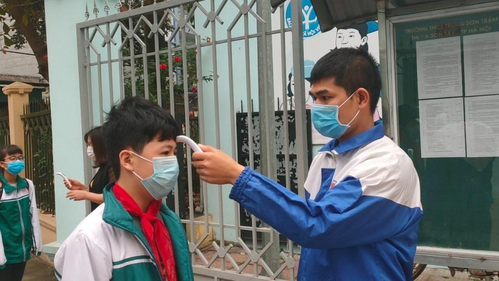 Thanh niên thị xã Sơn Tây xung kích, đồng hành cùng học sinh trở lại trường