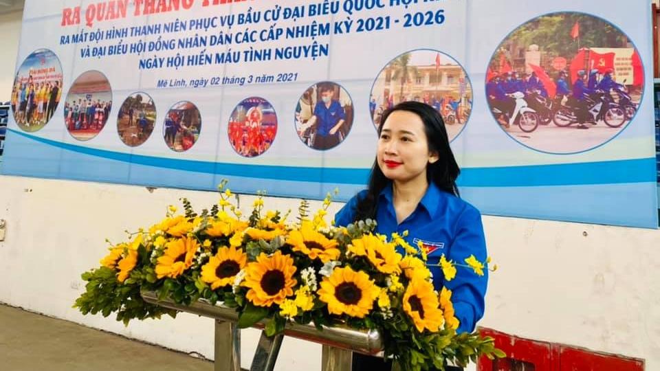 Đồng chí Lê Thị Lan, Bí thư Huyện đoàn Mê Linh phát biểu tại lễ ra quân