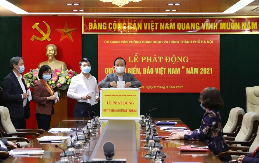 """Cơ quan Văn phòng Đoàn đại biểu Quốc hội và HĐND TP Hà Nội ủng hộ Quỹ """"Vì biển, đảo Việt Nam"""""""