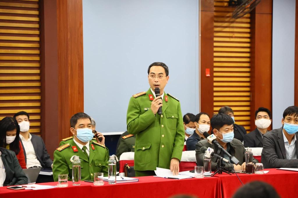 Thượng tá Phạm Đức Thắng - Phó phòng Cảnh sát môi trường, Công an TP Hà Nội thông tin tại buổi họp báo