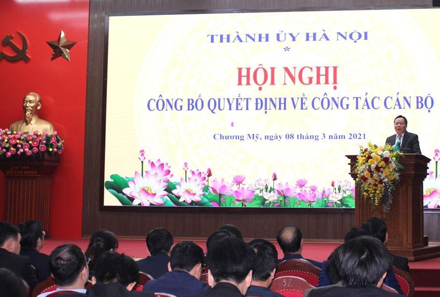 Phó Bí thư Thành ủy Hà Nội Nguyễn Văn Phong phát biểu tại hội nghị.