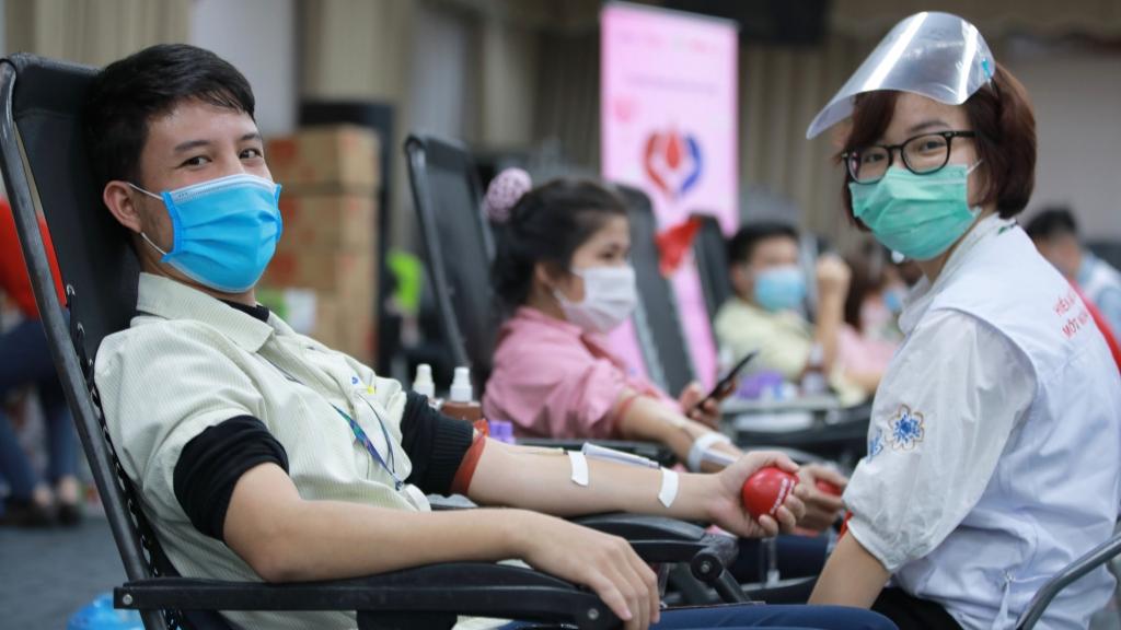 """""""Chung dòng máu Việt"""" gửi tặng 15.000 đơn vị máu an toàn"""