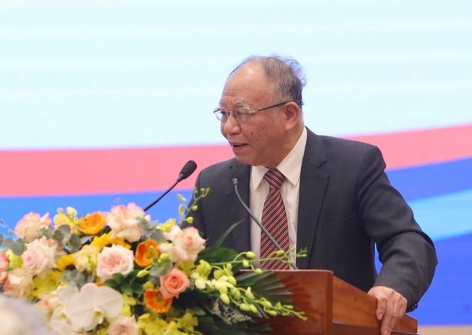 GS.TS Hoàng Chí Bảo tham luận tại hội thảo