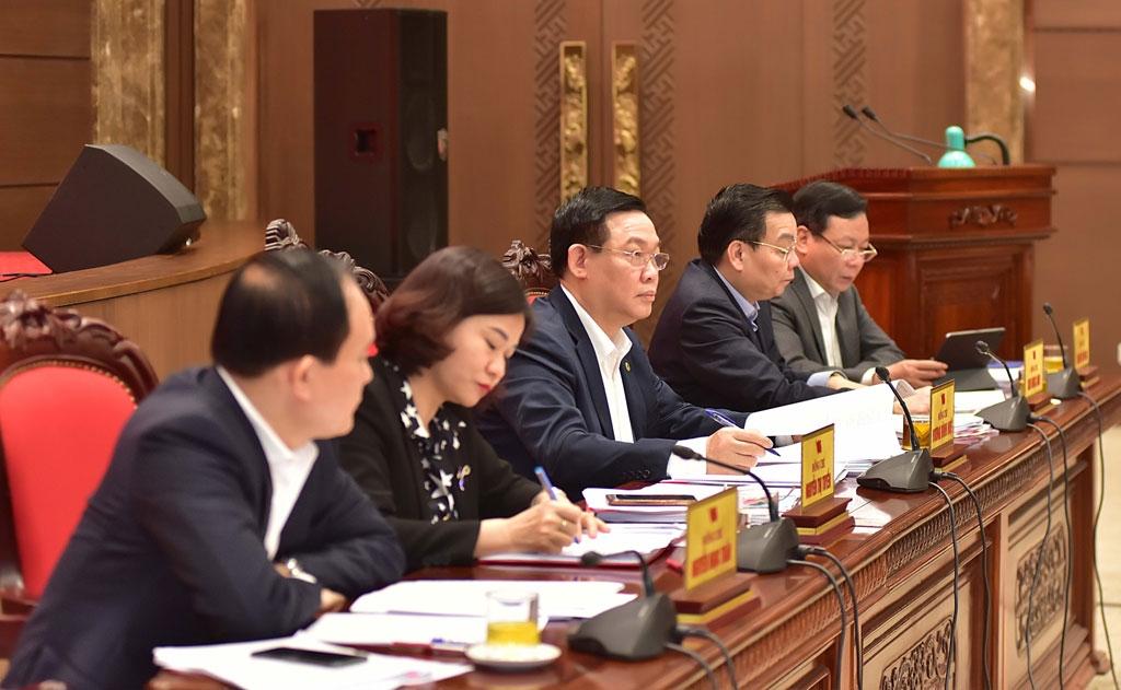 Các đồng chí Thường trực Thành ủy chủ trì hội nghị