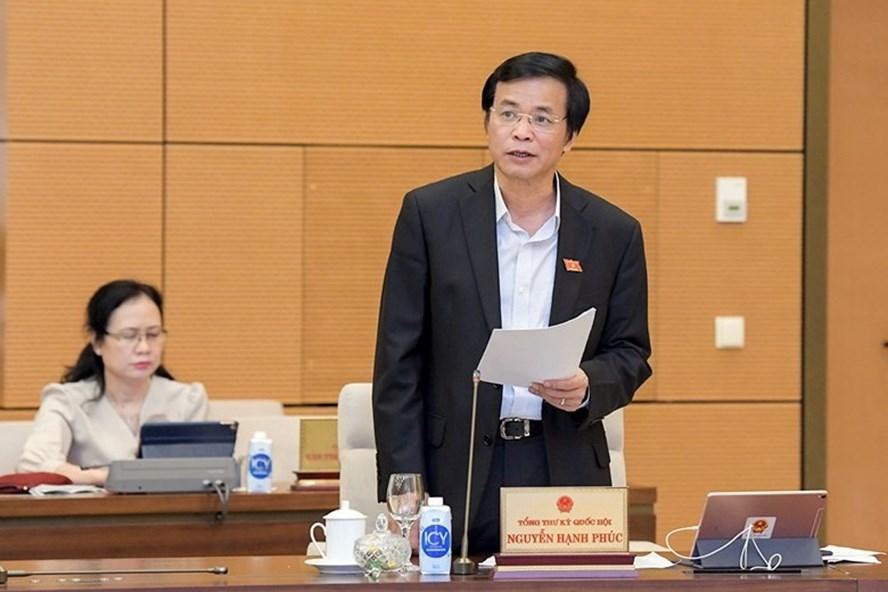 Tổng Thư ký Quốc hội, Chủ nhiệm Văn phòng Quốc hội Nguyễn Hạnh Phúc trình bày báo cáo tại phiên họp. Ảnh: Quochoi