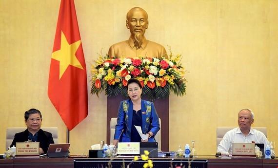 Chủ tịch Quốc hội Nguyễn Thị Kim Ngân điều hành phiên thảo luận sáng 15-3