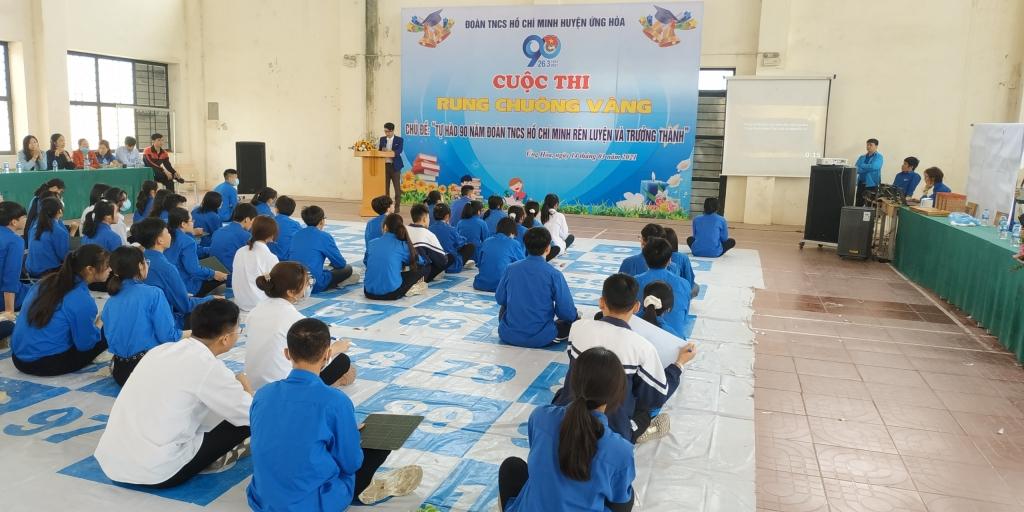 Các bạn trẻ tham gia cuộc thi Rung chuông vàng