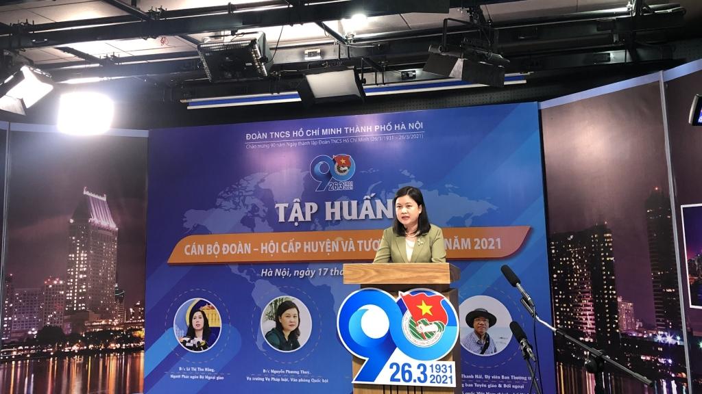Đồng chí Nguyễn Phương Thuỷ, Vụ trưởng vụ Pháp luật, Văn phòng Quốc hội trao đổi chuyên đề 02 tại chương trình