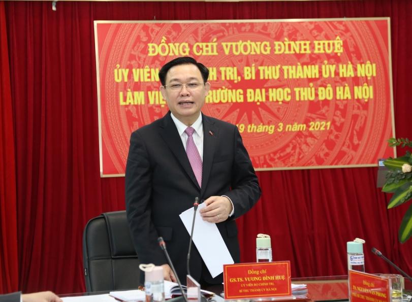 Bí thư Thành ủy Vương Đình Huệ phát biểu chỉ đạo tại buổi làm việc