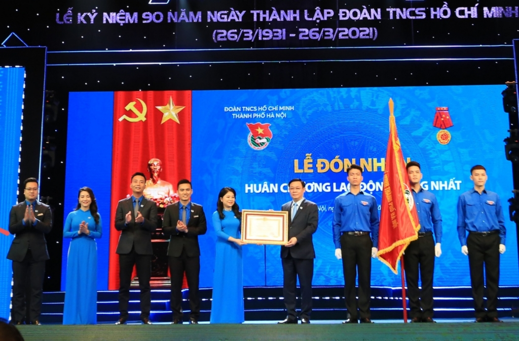 Đoàn thanh niên thành phố Hà Nội vinh dự đón nhận Huân chương lao động hạng Nhất