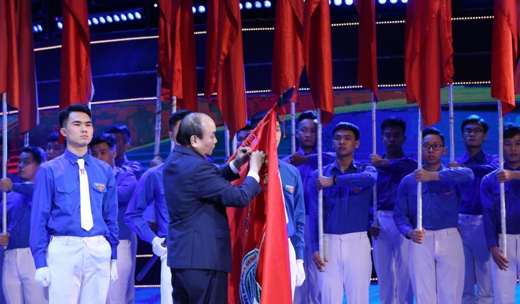 Thủ tướng Chính phủ Nguyễn Xuân Phúc trao tặng Huân chương Hồ Chí Minh cho Đoàn TNCS Hồ Chí Minh